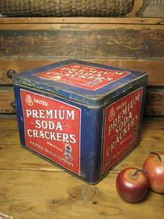Colorful Old General Store Advertising `National Biscuit Company' Soda Cracker Tin – Red, White and Blue  $88