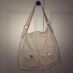 Michael Kors Cream Leather Handbag Michael Kors Cream Leather Handbag. Hobo style handbag with gold hardware. Two pockets flap pockets in the front. Inside has lots of space, 4 large pockets, and a large zip pouch. In great condition! Michael Kors Bags