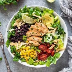 It's healthy and hearty, and never leaves me feeling deprived. This salad is wholesome and flavorful, and it can be customized any number of ways Santa Fe Salad, Santa Fe Chicken Salad, Grilled Chicken Salad, Chicken Salad Recipes, Healthy Salad Recipes, Diabetic Salads, Chicken Meals, Healthy Chicken, Delicious Recipes