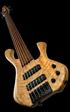 Skjoldslayer by Skjold Design Guitars, 6 striing bass whatt?