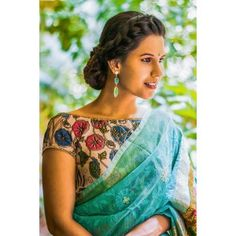 Buy House Of Blouse Cream printed Kalamkari cotton boat neck blouse online in India at best price.The evergreen Kalamkari blouse revamped with a boatneck twist and shimmer border to meet the summer heat. Look Chic, Saree Styles, Blouse Styles, Saris, Saree Jackets, House Of Blouse, Saree Blouse Patterns, Sari Blouse, Up Dos