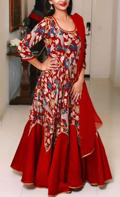 Kurtis Neck Designs with New trend style - Kurti Blouse Kurta Designs, Kalamkari Designs, Blouse Designs, Indian Gowns, Indian Attire, Indian Ethnic Wear, Indian Outfits, Kalamkari Dresses, Indie Mode
