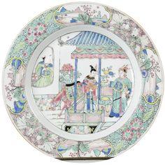 Assiette à décor de personnages en porcelaine de Chine de la Compagnie des Indes d'époque Yongzheng Assiette peinte dans les émaux de la famille verte-rose à décor d'une scène de roman, probablement Le roman de la chambre de l'Ouest.