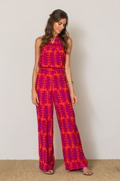 Palazzo pants are a simple solution to your style needs this spring/summer season! Shop our collection of retro flowy styles for effortless chic weekend wear! Long Jumpsuits, Playsuits, Summer Outfits Women, Spring Outfits, Fashion Beauty, Fashion Looks, Womens Fashion, Jumpsuit Elegante, Dress Skirt