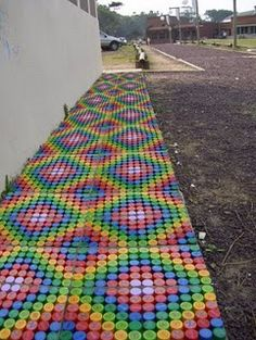 """piso de tapitas (Bottle Cap Floor)"" Fun, should see about making one for the front door."