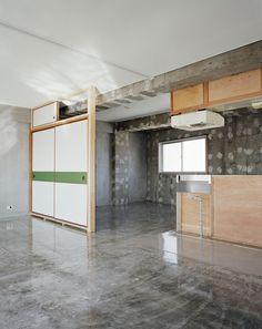 Sayama Flat | Schemata Architects / Jo Nagasaka High gloss concrete floor.