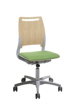 De multifunctionele en ergonomische leerlingenstoel Xact is nu verkrijgbaar in twee maten - Xact en Xact Start. Dit betekent dat deze stoel in de hele school kan worden gebruikt: van de kleuterklassen tot personeelskamers, en ook perfect als vergader- en conferentiestoel. Praktisch, flexibel en rendabel. #Kinnarps #Xact #Stoelen