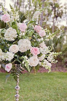 beautiful ceremony flowers