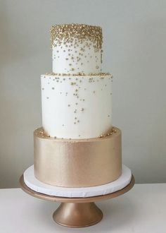 Wedding Cake Inspiration - Cake by Nicole McEachnie - MODwedding This picture . Wedding Cake Inspiration – Cake by Nicole McEachnie – MODwedding This image has 0 repetitions. Elegant Wedding Cakes, Beautiful Wedding Cakes, Wedding Cake Designs, Beautiful Cakes, Cake Wedding, Bling Wedding, Elegant Cakes, Purple Wedding, Wedding Gifts