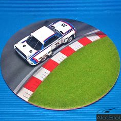 """BMW 3.5 CSL in Diorama """"Track Curve"""". 1/32 scale  #BMW #diorama #scenary #slot #slotcar #scalemodel #scalextric #base #curva #circuito #track 3, Slot, Scale, Track, Circuit, Dioramas, Curves, Cars, Weighing Scale"""