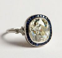 Art deco 4.20ct cushion-cut diamond ring with sapphires. France - 1920s.