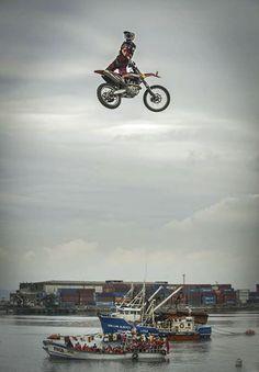 Go big or go home. #redbull xfighters #fmx