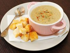 Creamy mushroom soup with croutons and sour cream is a delicious meal that can be prepared very easy and quickly. This creamy mushroom soup is ideal for children but also for adults that are on a diet. Soup Recipes, Diet Recipes, Creamy Mushroom Soup, Good Food, Yummy Food, Soup Kitchen, Soup And Sandwich, Homemade Soup, Soup And Salad