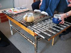 hockey stick coffee table - can you say man cave? Hockey Man Cave, Hockey Room, Ice Hockey, Hockey Crafts, Hockey Decor, Wedding Aisle Outdoor, House Games, Hockey Season, Nhl News