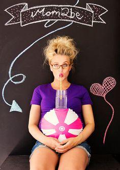 Camiseta de maternidad púrpura Beachball divertido por