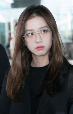 Your source of news on YG's biggest girl group, BLACKPINK! Please do not edit or remove the logo of. Blackpink Jisoo, Kim Jennie, South Korean Girls, Korean Girl Groups, Korean Women, Black Pink ジス, Blackpink Members, Blackpink Photos, Group Photos
