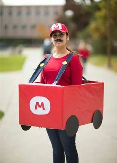 Wear your car and pick up the most coins Super Mario Birthday, Mario Birthday Party, Super Mario Party, Boy Birthday, Office Halloween Costumes, Diy Costumes, Cosplay Costumes, Halloween Party, Mario Kart Costumes