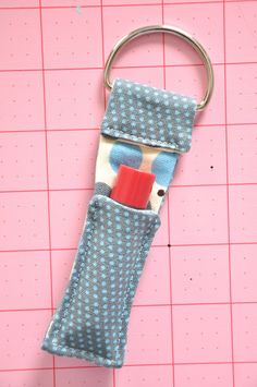 Diy Sewing Projects - These sewing projects include free sewing patterns, sewing tips, and easy sewing ideas for beginners to experts. Make DIY home decor, clothing, and jewelry! Easy Sewing Projects, Sewing Projects For Beginners, Sewing Hacks, Sewing Tutorials, Sewing Crafts, Sewing Patterns, Sewing Tips, Sewing Ideas, Basic Sewing