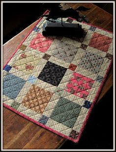 A Sentimental Quilter - pattern in the book The Civil War Sewing Circle - Quilts and Sewing Accessories Inspired by the Era Small Quilt Projects, Quilting Projects, Quilting Designs, Quilt Design, Scrappy Quilts, Easy Quilts, Mini Quilts, Circle Quilts, Hexagon Quilt