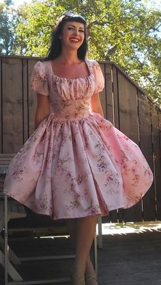 https://www.etsy.com/listing/205267842/pinup-dress-sweatheart-dress-in-pink Pinup dress 'Sweatheart dress in pink roses' by PinupDollWardrobe
