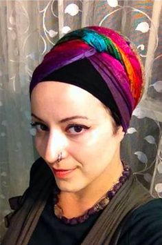 This girl is is a turban wizardess! And yeah, we totally listened to you and asked her to make more tutorials for Wrapunzel. this isn't the last you've heard from Rachel! Turban Tutorial, Head Turban, Pearl Boutique, Hair Cover, Turban Style, Scarf Styles, Headdress, Head Wraps, Scarf Wrap