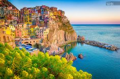 Sunset in Manarola, Cinque Terre, Italy. Amazing town in the italian mediterranean sea coast. Great Places To Travel, Cool Places To Visit, Places To Go, Parc National, National Parks, Villefranche Sur Mer, Cinque Terre Italy, Voyage Europe, Best Cruise