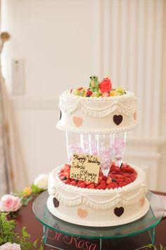 081 このシャンパングラスを間に入れたウエディングケーキは、高さなんと60センチ!注目を集めること間違いなし!
