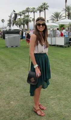 Coachella Festival Style: love the dark green high-low skirt paired with a breezy tank and braided headband. Coachella Festival, Festival Wear, Festival Outfits, Coachella 2012, Coachella Style, Acl Festival, Hipster Fashion, Fashion Days, Boho Fashion