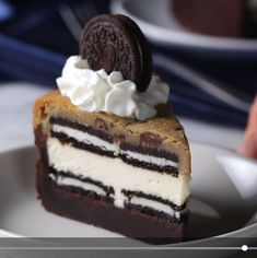 5 layer cookie brownie cheesecake would not use Oreos though - Vegetarian Recipes Just Desserts, Delicious Desserts, Yummy Food, Healthy Desserts, Healthy Recipes, Cheesecake Brownies, Chocolate Cheesecake, Layer Cheesecake, Cheesecake Crust