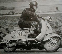 Trials rider Alan Kimber in the International Six Days Trial. Vespa Px, Lambretta Scooter, Vintage Images, Vintage Art, Course Vintage, Italian Scooter, Classic Bikes, Courses, Motorbikes