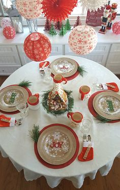 Celebrate Christmas morning with a beautiful Santa inspired breakfast table for the kids!