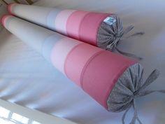 Rolos para berço confeccionados em tecido 100% algodão, enchimento em espuma tubular de 10cm de diâmetro forrada em tnt. <br>Capa com fechamento em zíper que facilita a lavagem da peça. <br> <br>**Valor referente a 02 rolos de 100cm cada