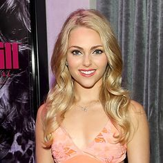 Pin for Later: You'll Want to Steal AnnaSophia Robb's Retro Mascara Tip