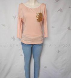 Bl rosa claro con bolsa dorada con botones espalda. T-Mediana. $339