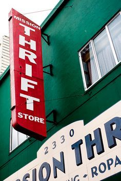 How to get the best deals at thrift stores -- some great tips here!