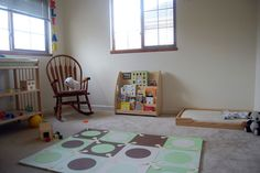 Montessori floor bed: fantastic website for inspiration on creating a Montessori inspired nursery.