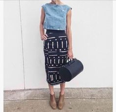 Take your pencil skirt to the weekend with a dressed down top (like this denim crop) and a more casual shoe. Note that the nude bootie elongates the leg for a flattering look. Mode Style, Style Me, Look Camisa Jeans, Look Fashion, Womens Fashion, Skirt Fashion, Street Fashion, Mode Jeans, Look Girl
