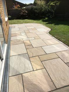 Patio's: Sandstone paving/sandstone sets for border Slab ideas Garden Slabs, Garden Tiles, Patio Slabs, Paved Patio, Garden Paving, Concrete Patio, Backyard Garden Design, Small Garden Design, Patio Design