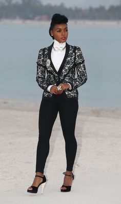 Janelle Monae Photos - Janelle Monae attends the Chanel Cruise Collection Photocall at The Island on May 2014 in Dubai, United Arab Emirates. - Celebs Love the Chanel Cruise Collection Celebrity Red Carpet, Celebrity Style, Celebrity Outfits, Celebrity Hairstyles, Look Body, Chanel Cruise, Celebs, Celebrities, Madame