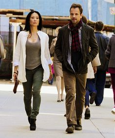 """A scene from """"Sherlock"""" with Johnny Lee Miller. Lucy Liu Elementary, Elementary Tv, Elementary My Dear Watson, Sherlock Fashion, Sherlock Holmes Elementary, Jonny Lee, Love Lucy, Fashion Tv, Fashion Ideas"""