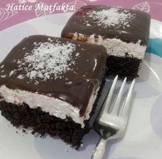 Yine çok sevdiğim bir pastayla geldim. Üzerindeki çikolata sizi korkutmasın. İçinde hiç yağ bulunmayan ve bir okadarda lezzetl...