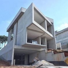 The exterior is the face of the house that everyone will see in the first part. Take a look at the world's most beautiful modern homes and find Villa Design, 3 Storey House Design, Duplex House Design, House Front Design, Design Your Dream House, Modern Small House Design, Modern Exterior House Designs, Modern House Facades, Design Exterior