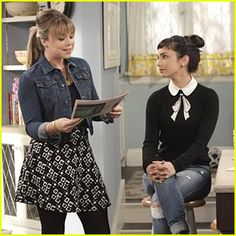 Molly Ephraim's Mandy on 'Last Man Standing' Is Our New Fashion Crush.    Love that sweater.