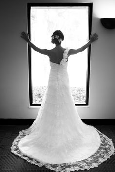Beautiful dress and photograph of the bride