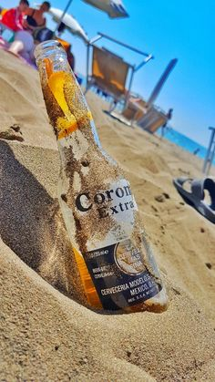 Never has a Corona looked so good before summer can come back already please Starbucks Wallpaper, Beer Background, Popular Beers, Alcohol Aesthetic, Instagram Story Ideas, Beer Bottle, Beach, Summer, Corona Beer