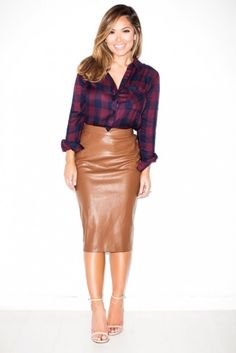 Zara Faux Leather Camel Brown Pencil Skirt Size M Rare ! Plaid Shirt Outfits, Hot Outfits, Pretty Outfits, Fashion Outfits, Work Fashion, Brown Leather Skirt, Faux Leather Pencil Skirt, Plaid Fashion, Autumn Fashion