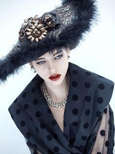 SHE LOVES FASHION: Beauty history - Make-up Trendy magazine