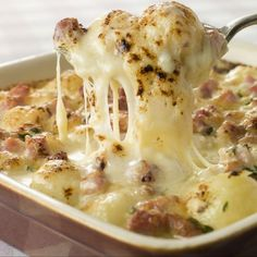 A staple in French cuisine, Tartiflette is basically boiled potatoes with Reblochon cheese, bacon an. Ham And Cheese Casserole, Baked Potato Casserole, Casserole Recipes, Cabbage Casserole, Pasta Casserole, Potato Dishes, Food Dishes, Side Dishes, Main Dishes