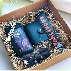 Take a look at some thoughtful gifts ideas for your man for Christmas and birthday! Christmas Presents For Men, Christmas Gifts For Men, Xmas Gifts, Valentine Day Gifts, Mens Bday Gifts, Birthday Gifts, Presents For Boyfriend, Boyfriend Gifts, Box Regalo