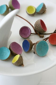 Bunte Eichelhütchen by herz-allerliebst, via Flickr